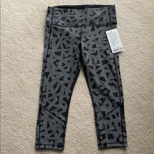 """NWT lululemon Pace Rival HR Crop 22"""" inseam size10"""